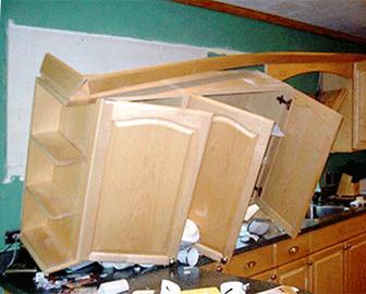 Красноярский краевой суд увеличил сумму взыскания в пользу заказчицы мебели, получившей от предпринимателя кухонный гарнитур с опозданием и не по размерам