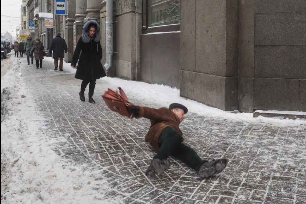 Травма в гололед на тротуаре